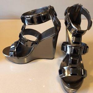 Pour la Victoire Larina Platform Wedge Size 8